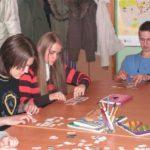 zabawa w szkołach językowych