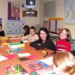 nauczanie młodszych w większych grupach