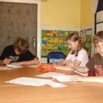 młodzież w szkole językowej